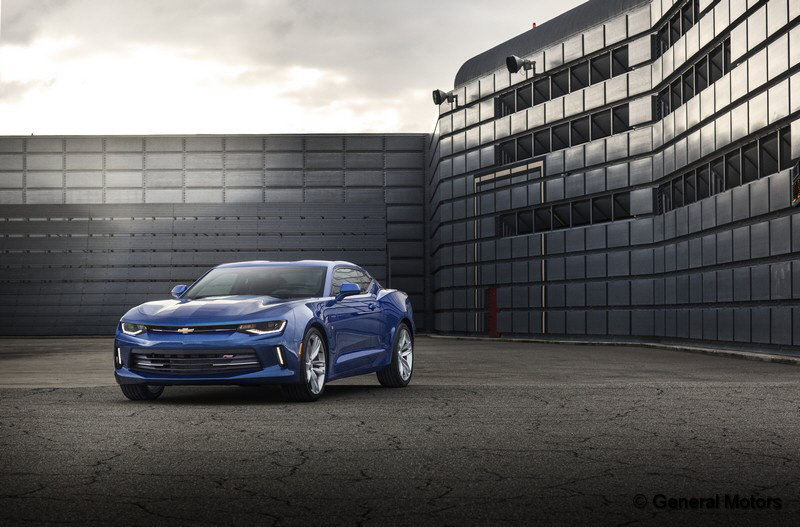 2016-Chevrolet-Camaro-RS-010
